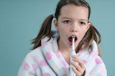 Free Child Learning To Brush Teeth Stock Image - 18446931