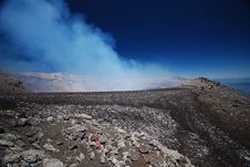 Free The Top Of A Smoking Active Volcano Royalty Free Stock Photography - 18454287