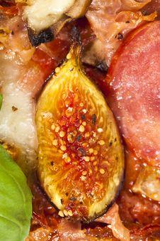 Free Delicious Fig, Mozzarella And Ham Pizza Royalty Free Stock Photos - 18458398