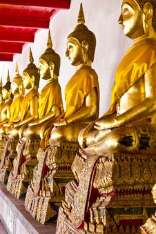Free Golden Sitting Buddha Statues Stock Photos - 18459773
