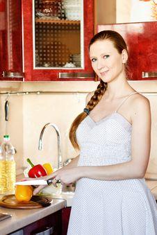 Free Pregnant Woman In Kitchen Stock Photos - 18469133