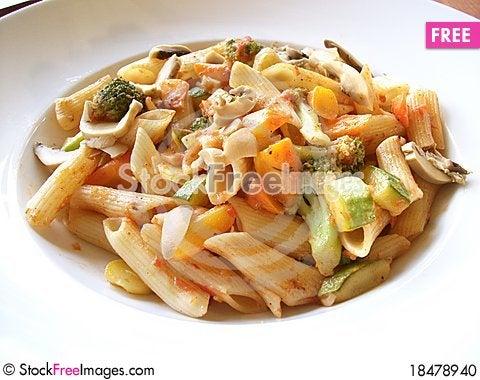 Free Pasta ,Fresh Linguine Pasta Meal Stock Photo - 18478940