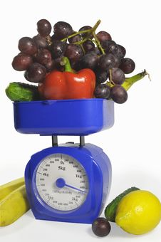 Free Fruit And Vegetables On Scales Royalty Free Stock Photos - 18477968