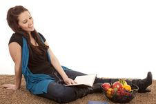 Free Woman Sit Fruit Reading Smile Royalty Free Stock Photography - 18480197