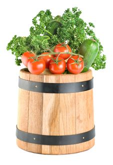 Free Barrel With Vegetables Royalty Free Stock Photo - 18484215