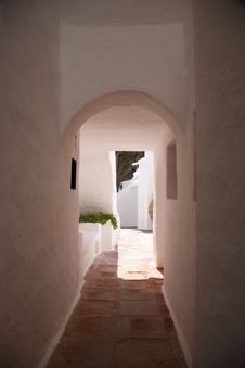 Free White Passage Outdoor Stock Photography - 18489412