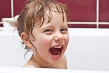 Free Girl Looking Out Of A Bath And Smiling Royalty Free Stock Image - 18492516