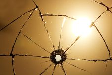 Free Shot  Glass  Hole  Cracks  Sun Royalty Free Stock Image - 18492836