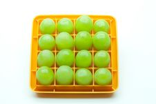 Free Sixteen Green Grapes In A Square Royalty Free Stock Images - 18494289