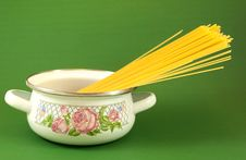 Free Pot With Vermicelli Stock Photography - 18500972