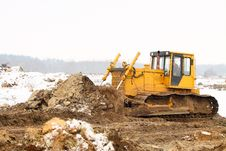 Free A Yellow Bulldozer Working In The Winter Stock Photography - 18504292