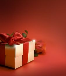 Free Art Gift Box And Red Rose Stock Photos - 18509083