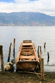 Free Old Log Boat At The Lake Bank Royalty Free Stock Photography - 18512057