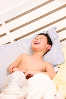 Free Laughing Boy On Bed Stock Image - 18513421