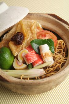Free Claypot Seafood Noodle Stock Photos - 18513953