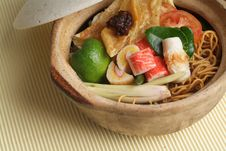 Free Claypot Seafood Noodle Royalty Free Stock Photo - 18513975