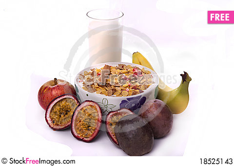 Free Bowl Of Cereals And Fruit Stock Photos - 18525143