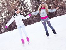 Free Girls Ice Skating Royalty Free Stock Image - 18524426