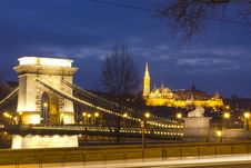 Free The Chain Bridge And The Matthias Church Royalty Free Stock Photos - 18527788
