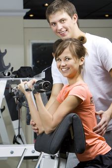 Free Trainer Shows Correct Form Of Exercise Stock Photography - 18528722