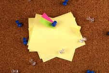 Free Messy Post It Notes On Cork Board Stock Photography - 18532652