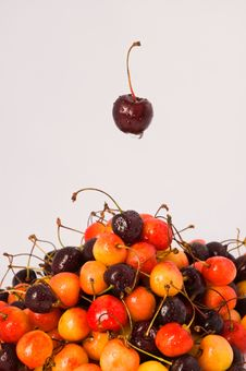 Free Sweet Cherries Stock Photo - 18533250