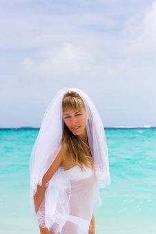 Free Bride On A Tropical Beach Royalty Free Stock Images - 18537539