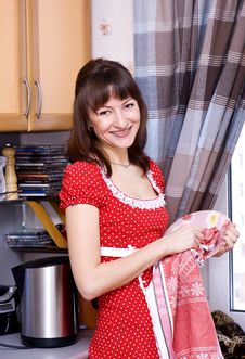 Free Woman Doing Dishes Royalty Free Stock Photo - 18541555