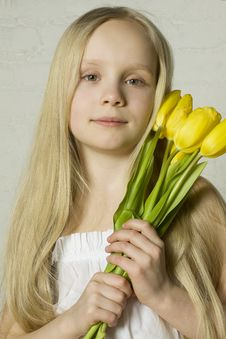 Free Young Girl With Spring Flowers Royalty Free Stock Photos - 18547708