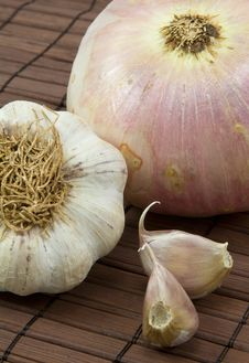 Free Garlic And Onion Royalty Free Stock Images - 18549119