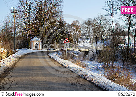 Free Winter Road On A Sunny Frosty Day Stock Photography - 18552672