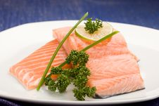 Free Salmon Fillet With Lime Royalty Free Stock Photos - 18551918