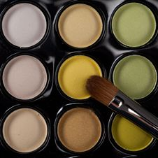 Free Image Eyeshadow Set With Cosmetic Brush Royalty Free Stock Photo - 18554675