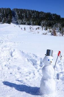 Free Winter Fun Scene With Snowman Stock Photography - 18559322