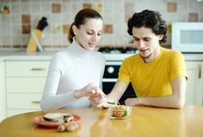 Free Eating Couple Stock Images - 18560774