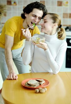 Free Eating Couple Royalty Free Stock Photography - 18560837