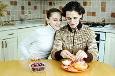 Free Couple Ot Kitchen Stock Photos - 18560883