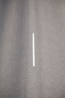 Free White Line On Asphalt Stock Photography - 18561212