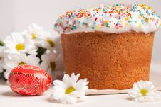 Free Easter Cake And White Flowers Stock Image - 18561921