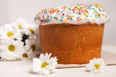Free Easter Cake And White Flowers Royalty Free Stock Image - 18561946