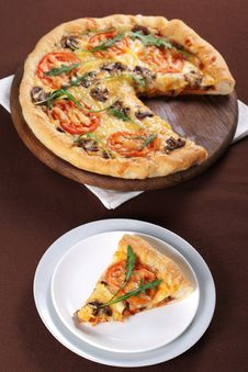Free Pizza With Mushroom And Tomatoes Royalty Free Stock Photo - 18564105