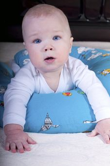 Free Baby With Blue Eyes Is A Big Cushion. Royalty Free Stock Photo - 18565505