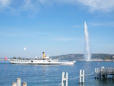 Free Boat & Jet D Eau On Lake Geneva In Switzerland Royalty Free Stock Images - 18570329