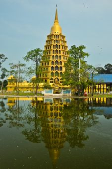 Free Gold Pagoda With Image Royalty Free Stock Photos - 18573228