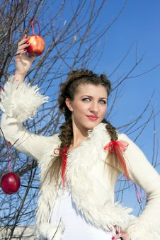 Free Smiling Young Woman With Red Apple Royalty Free Stock Photos - 18575708