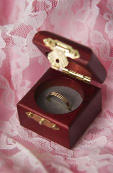 Free Wedding Ring In Box Stock Images - 18582254