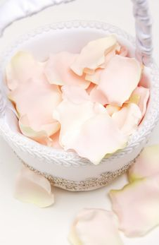 Free Basket With Flower Petals Stock Photography - 18583022