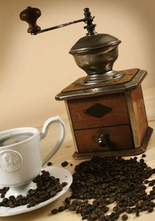 Free Coffee And Coffee Grinder Royalty Free Stock Images - 18584599