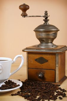 Free Coffee And Coffee Grinder Royalty Free Stock Photography - 18584607