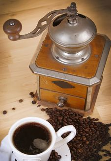 Free Coffee And Coffee Grinder Royalty Free Stock Photography - 18584617